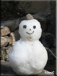 Säsongens sista snögubbe.