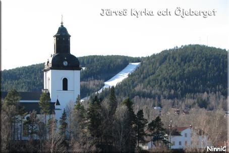 I Järvsö är allt möjligt... man kan åka skidor ända in i kyrkan. ;-)