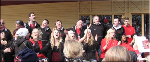 Andreas och Järvsökören sjunger ''Sing for me''.