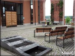 Trönö kyrkas innergård.
