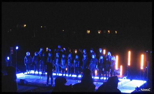 Körerna sjunger Halleluja.