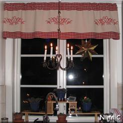 Julfönster med ljuskrona - passar väldigt bra vid strömavbrott.