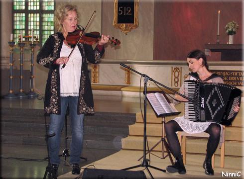 120722 Ewor Kjellberg och Lisa Eriksson.