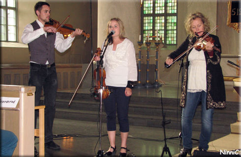 120722 Robert Järvström Rotter, Sara Karlsson och Eiwor Kjellberg.