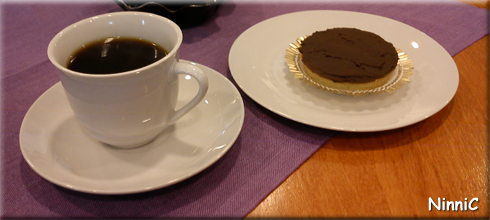 120918 Kaffe och kolapaj på Ljustorget.