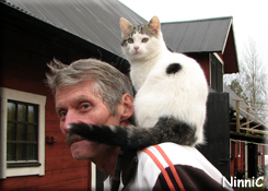 121021 Christer och kattungen Bengt.