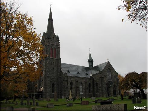 121022 Vallsjö nya kyrka i Sävsjö.
