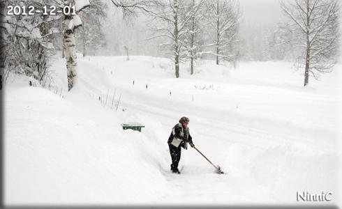 E skottar snö för glatta livet.