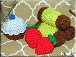 170812 Cupcake punchrullar och jordgubbar som jag virkat till Vilja