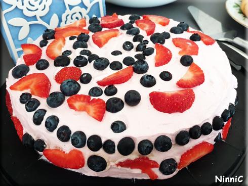 Ellinors tårta garnerad av Vilja